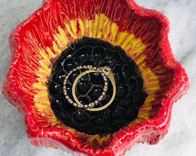 Poppy Jewellery Bowl, Handmade Pottery Flower Ring Dish, Ceramic Flowers Ornament, Floral Decoration, Home Decor, Romantic Ornament.