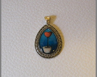 """Drop pendant with """"heart potted"""" necklace - Cabochon resin and metal"""