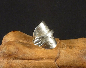 Whole Spoon Ring Coffee Bean in Silver Metal
