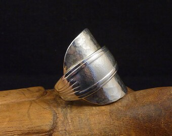 Whole spoon ring Hammered in silver metal