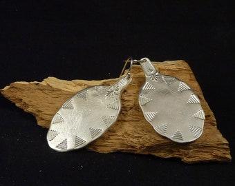 Ethnik Contour silver metal spoon earrings