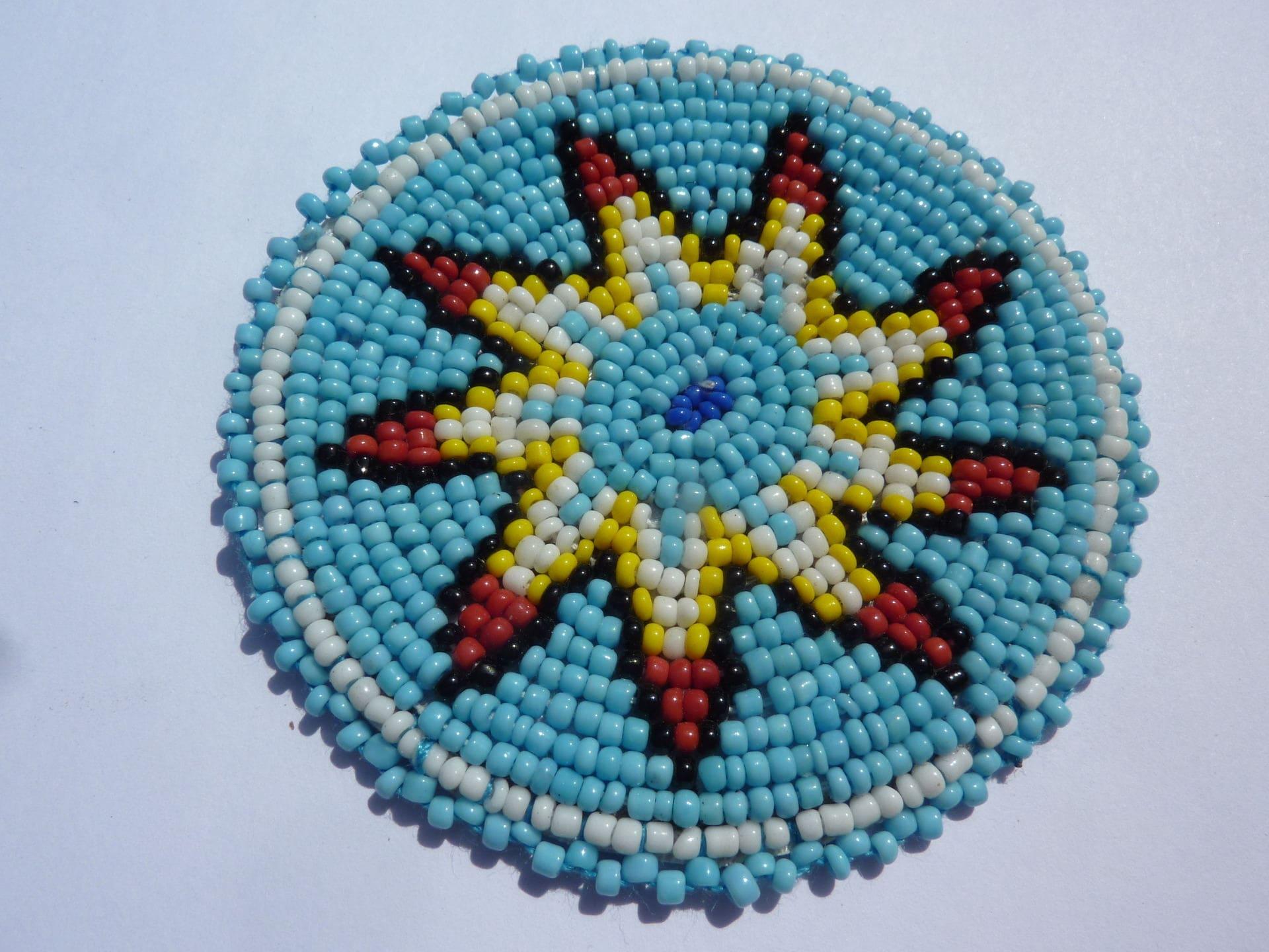 Rosette en customisation perlage de style amérindien etoile fond turquoise pour customisation en 7989ee