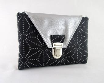 Wallet in faux silver and black faux with glitter patterns