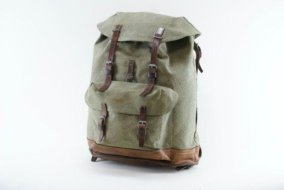Swiss Army 1958 Backpack Large Rugged Mens Hiking Backpack from the Swiss Military