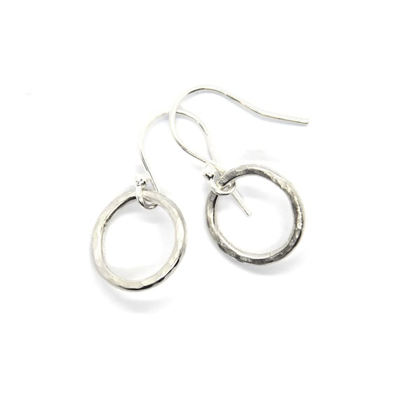 Silver hammered circle dangle earrings. Open circle earrings. silver drop earrings. Simple circle earrings. Gift for her.