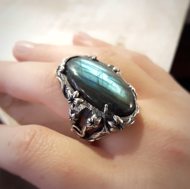 cocktail ring. Woman ring in silver and labradorite stone floral woman ring with stone