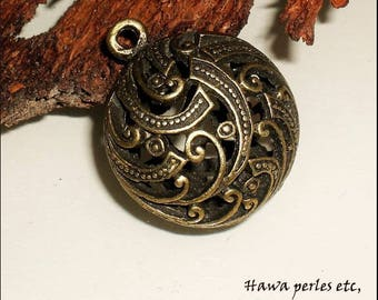 "Locket charm 1 ""round flat 3D"" Ajoure pattern Arabesque 31 x 26 mm Metal Bronze"