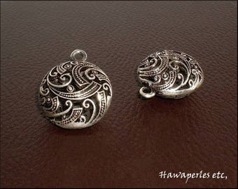 "1 ""Round flat 3D"" charm pendant Ajoure pattern Arabesque 30 x 25 mm antique silver Metal"