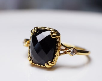 Natural Black Onyx Ring, Black Agate Solitaire Ring, Gold Stacking Ring, Adjustable Vintage Style Ring, 14K Gold Vermeil, Birthstone Ring