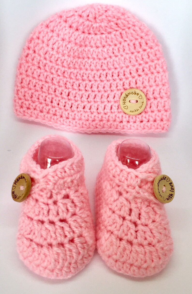 bde84432ed8aa BEST SELLER Crochet baby set, hat, shoes, baby booties, baby beanie, wooden  button, newborn, 0-3,3-6,6-9 months, baby shower gift