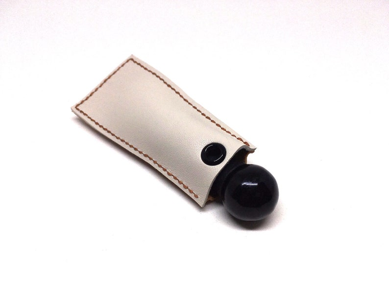 One of a kind! The Camel a vertical leather keychain pouch for your knuckle roller with laser engraving option