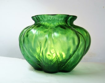 Bohemian Kralik textured  vase iridescent glass Art Nouveau Green Martele Jugendstil Antique glass