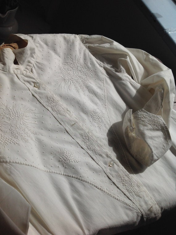 hand embroidered antique nightgown 1880s LARGE