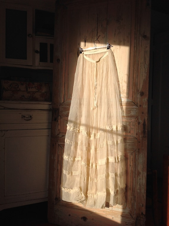 wonderful cream tulle skirt petticoat, very long!