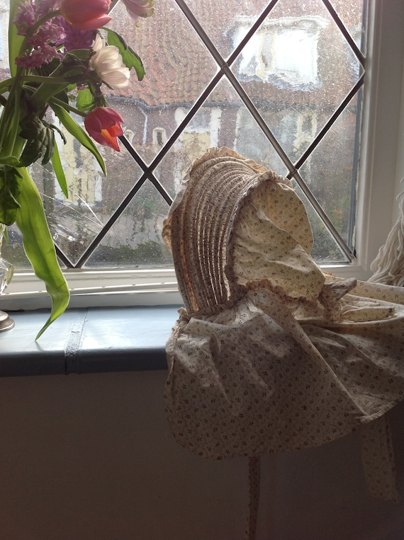 1930s bonnet  reproduction of 1700s clothing