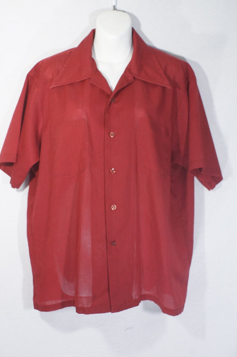 Vintage Short Sleeve Shirt 1970/'s JCPenney Original Button Down Top Casual Leisure Wear Top Polycotton Wide Lapel Notch Wing Collar Wine Red