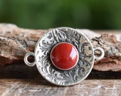 Round connector with floral pattern - Cherry Red Stone -Round floral connector link - Antique silver - Qty 1