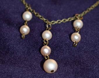 Old pearl necklace