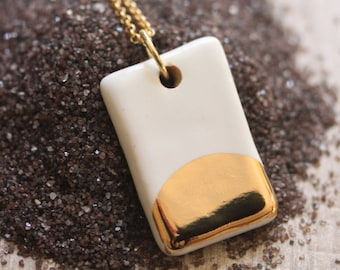 Gold Luster Pendant Necklace in White