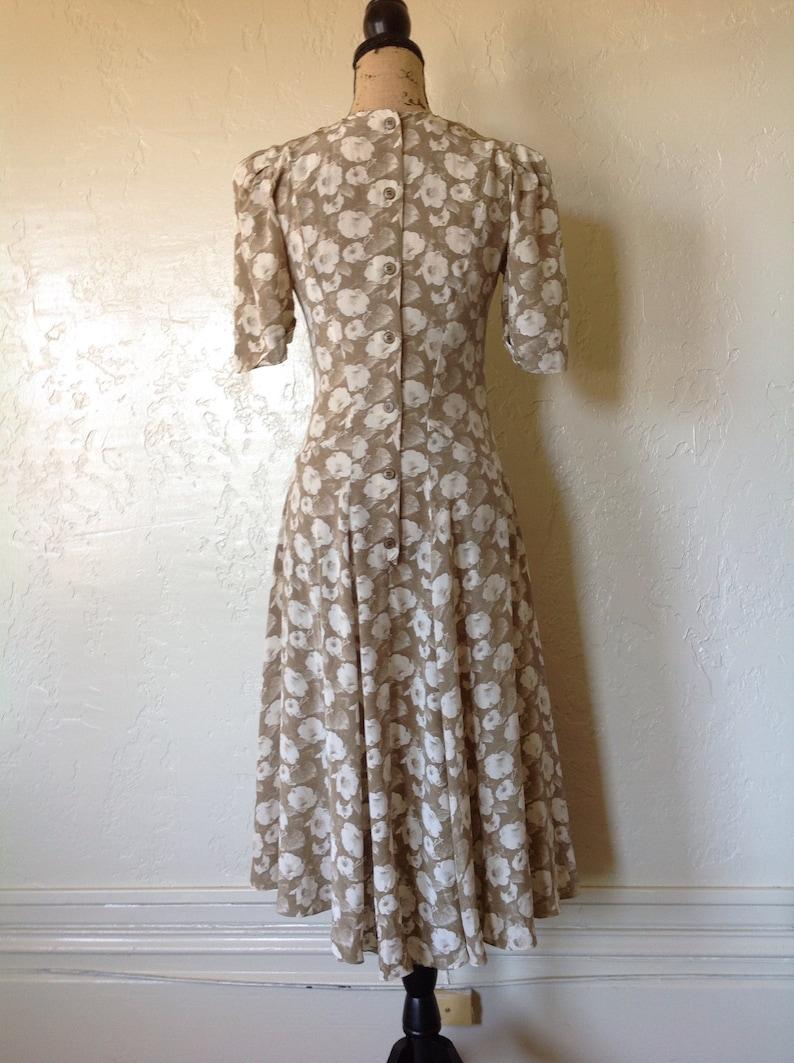 100/% Silk 80s Dress Glamorous Garden Party Button Back 20s Feminine