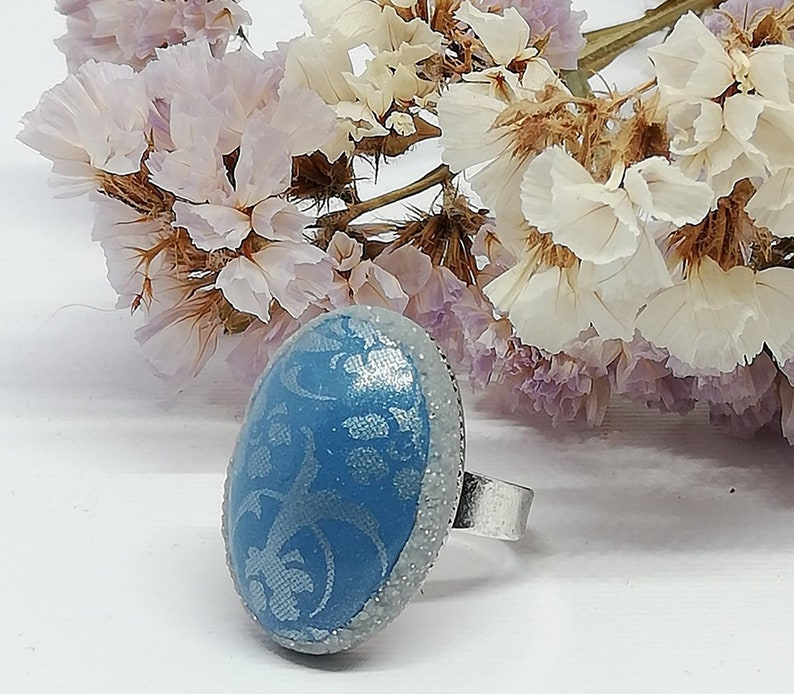 Blue oval ring with flower design
