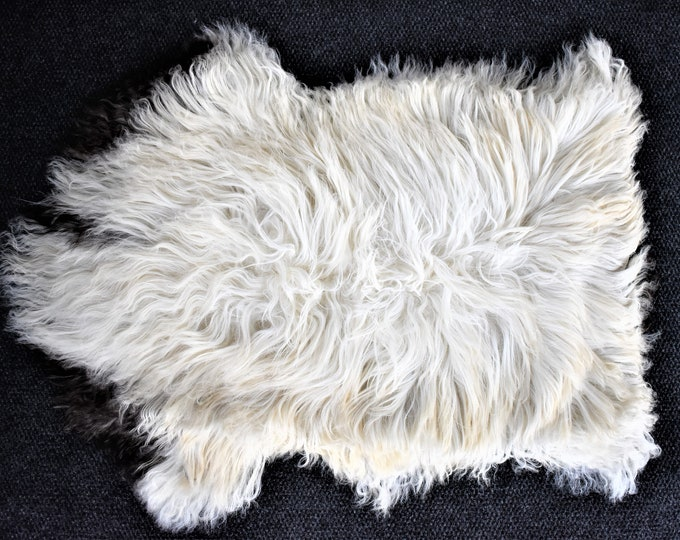 "Virus Resistant Genuine Sheepskin Rug Sustainable Sourced Bio-Friendly Sheepskin Rug, Imported, Cream Long Wool, 2'3""x3'3"""