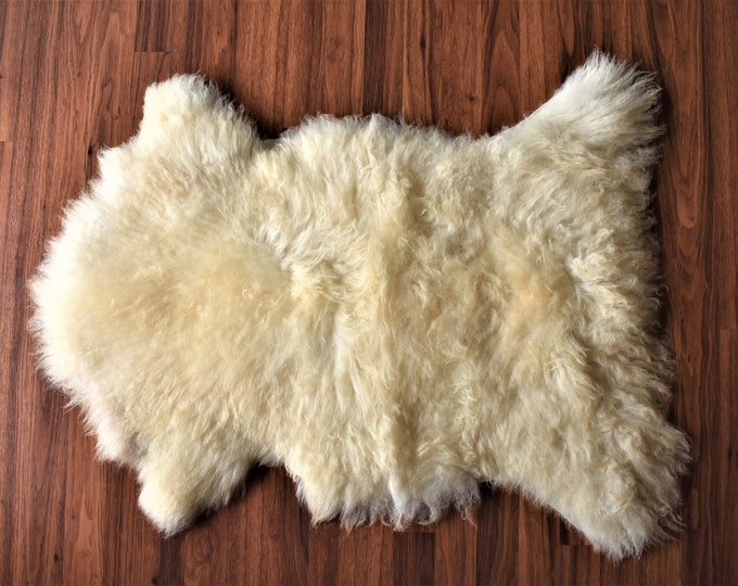 Beautiful Creamy Genuine SHEEPSKIN rugs | Natural Humanely Sourced | White Sheepskin Throw | Scandinavian Style Rustic Home Decor | Carpet