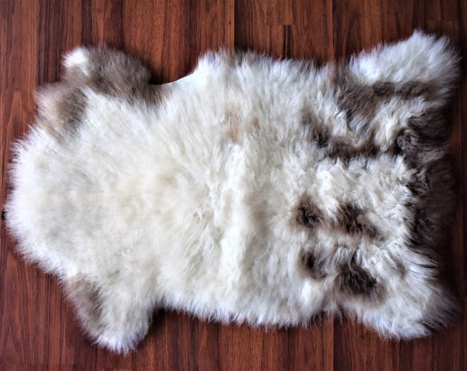 Stunning soft genuine sheepskin rug, chair cover, bed throw, carpet, mat, creamy, neutral, Eco, wool, hide
