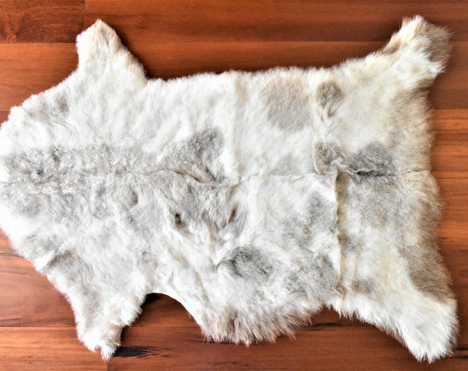 Sheepskin Rug, Locals Grown, Eco-Friendly Sheepskin Rug, Ethically Sourced, Cream Gray Wool