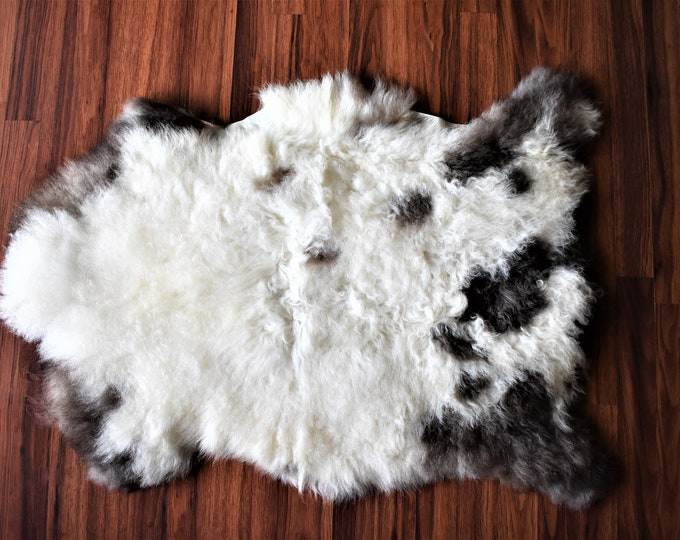 "Virus Resistant Genuine Sheepskin Rug Living room Bio-Friendly Sheepskin Rug, Humanely Sourced, Cream Brown Long Wool, 2'3""x3'0"""