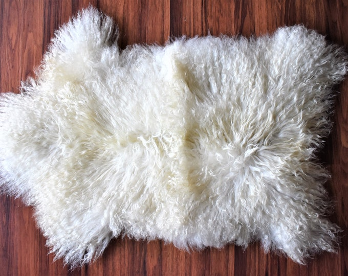 "Country Decor Genuine Sheepskin Rugs, Grown by Locals Eco-Friendly, Off White Long Wool, 1'10""x2'9"""