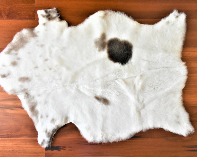 Sheepskin Pelt, Sheepskin Throw for Swedish Farmhouse Decor, Impressive White Brown Wool