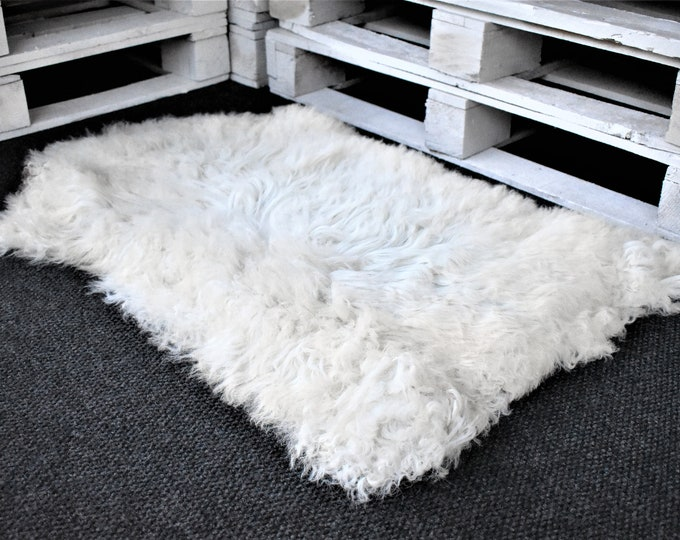 "Virus Resistant Genuine Sheepskin Rug Humanely Sourced Eco-Friendly Sheepskin Rug, White Long Wool, 2'2""x3'4"""
