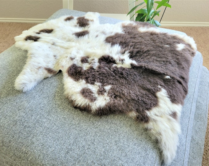 Sheepskin Rug, Sheepskin Chair Pad, Sheepskin Chair Cover, Sheepskin Cushion, Swedish Rug, Swedish Farmhouse, 27 x 38 in.