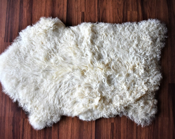 "Bio-Friendly Sustainable Sourced Genuine Sheepskin Rug, Imported,  Cream Long Wool, 1'10""x3'0"""