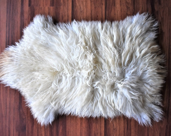 Scandinavian Decor Sheepskin Pelt, Genuine Sheepskin Rug, Real Icelandic Sheepskin Rug, Ethically Sourced, Cream, Natural White Rug