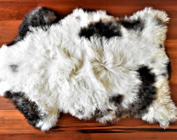 Swedish Farmhouse Sheepskin Pelt, Soft Sustainable Home Decor Sheepskin Throw