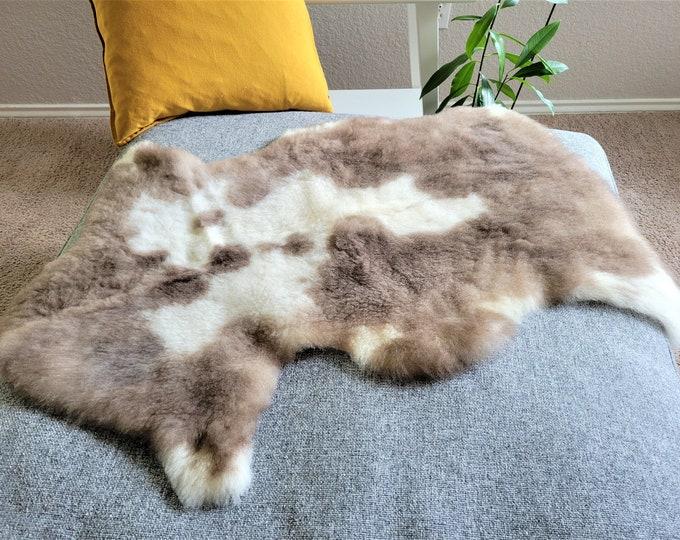 Real Icelandic Genuine Sheepskin Rug , Brown Cream Wool Charming Rug, 25 x 37 in.