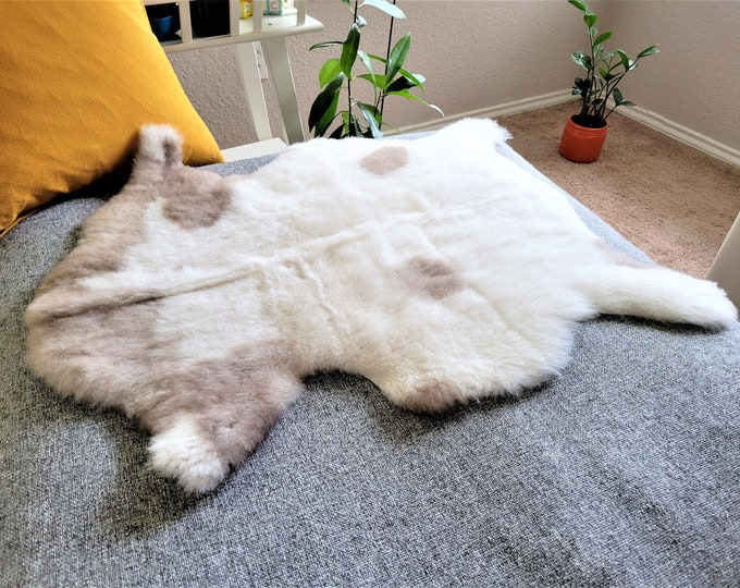 Spotted Sheepskin Pelt, Pleasing Soft Wool Sheepskin Throw, Sustainable Home Decor Leather Rug, 25 x 31 in.