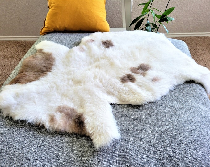 Sheepskin Rug, Sheepskin Chair Pad, Sheepskin Chair Cover, Sheepskin Cushion, Swedish Rug, Swedish Farmhouse, 27 x 35 in.