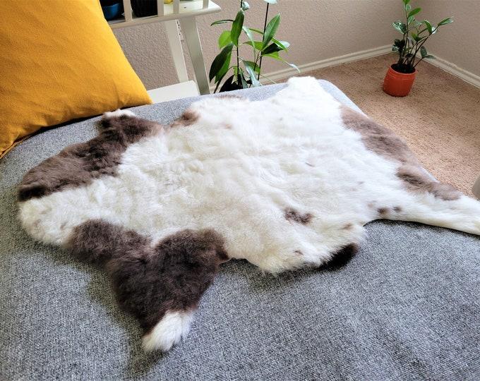 Sheepskin Rug, Rustic Decor, Sheep Skin Rug, Sheepskin, Sheep Skin Rug, Sheepskin Rug, Natural Sheepskin, Genuine Sheepskin, 26 x 32 in.