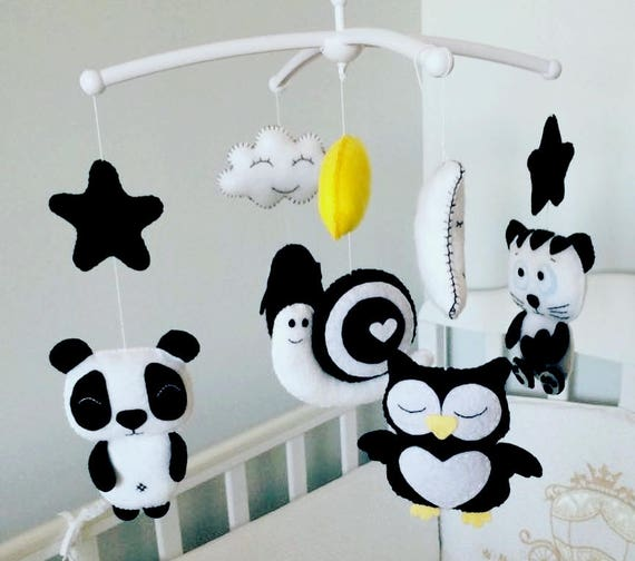 schwarz und wei baby mobile baby mobile filz mobile. Black Bedroom Furniture Sets. Home Design Ideas
