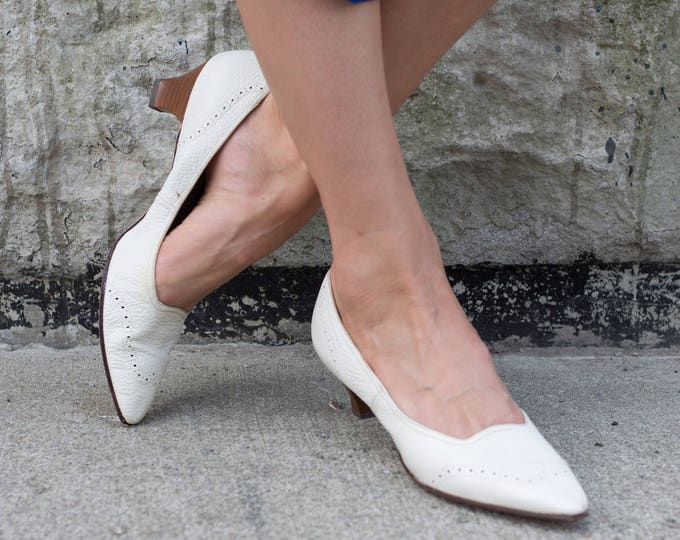 Vintage White Shoes / Ladies Size 9 Retro Block Heel Pumps / Slip on Elegant Shoes by Joyce California / Leather Sole