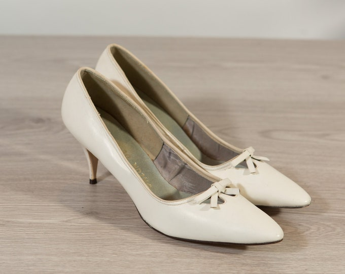 Vintage White Shoes / Ladies Size 9 Retro Block Heel Pumps / Slip on Elegant Shoes