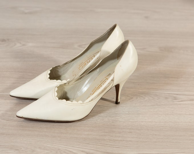 Vintage White Shoes / Ladies Size 8.5 Retro Block Heel Pumps / Slip on Elegant Shoes / Leather Sole