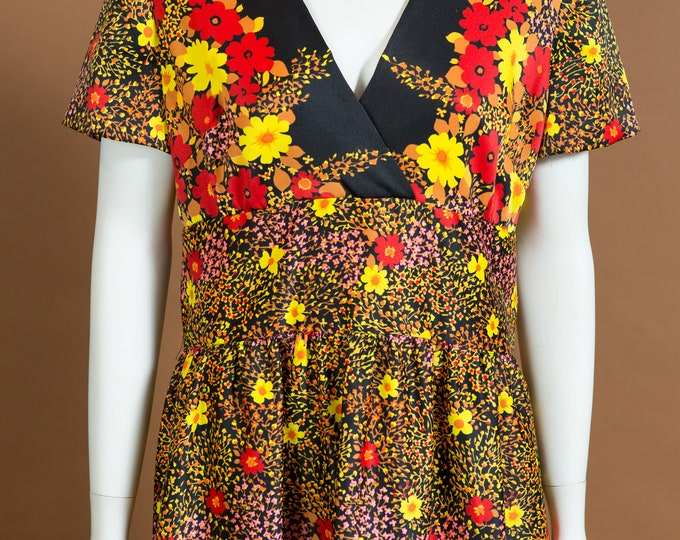 Hawaiian Floral Dress - Vintage Large Size Polyester Aloha Tiki Dress from Hawaii with Flower Print Pattern