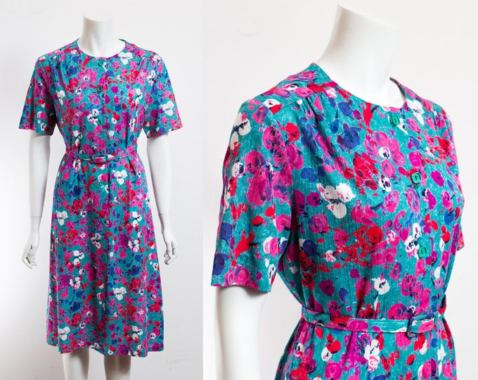Vintage Floral Dress / 60's Lightweight Ornate Spring Summer Short Sleeve Dress with Square Green Buttons