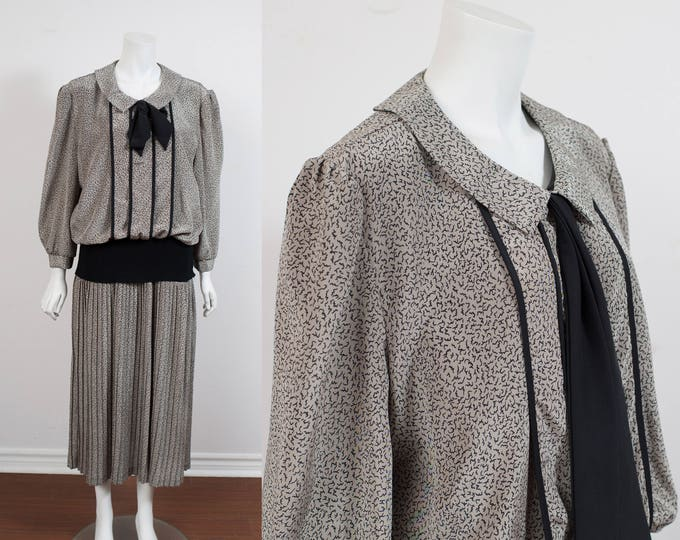 80's Black and Grey Dress Size 4 / Squiggly  Short Sleeve V-neck Long Button Up Dress / Made in Canada by Yves Venet /Neck Tie Pleated Skirt