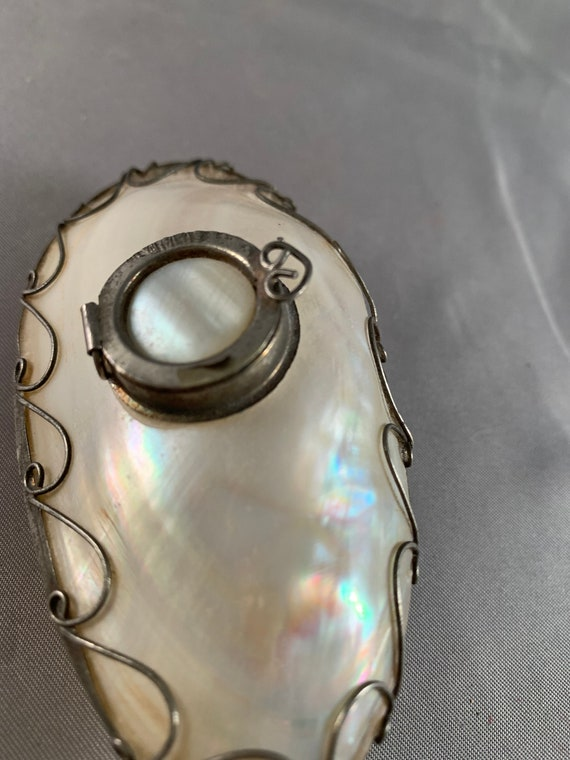 Vintage Mother of Pearl Locket, Container or Orna… - image 3