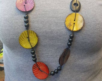 Necklace of long and colored buttons